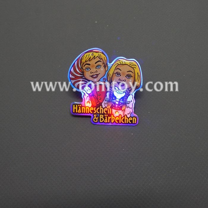 flashing cartoon couple badges tm02331.jpg
